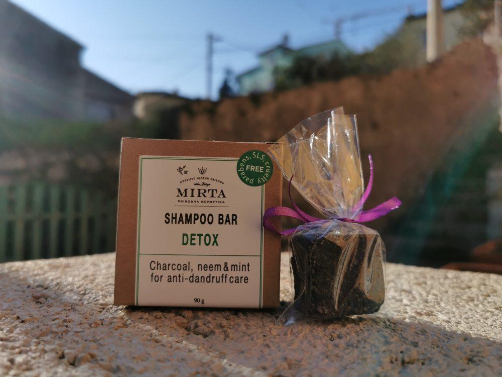 tvrdi šampon za revitalizaciju vlasišta s aktivnim ugljenom, neemom, metvicom i čempresom