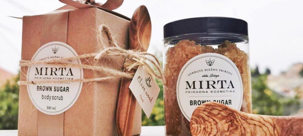 brown sugar piling za tijelo i žličica od maslinovog drveta