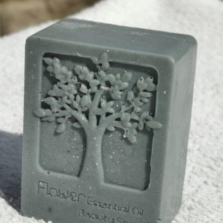 sapun s aktivnim ugljenom